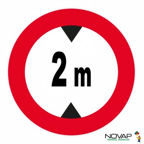 Panneau de signalisation - Hauteur limitée à 2m