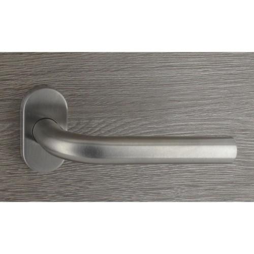 Poignée de porte inox en forme de R